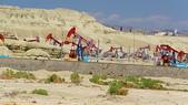 北疆  North Xinjiang - 20180701:07060166魔鬼城附近開採石油磕頭機.JPG