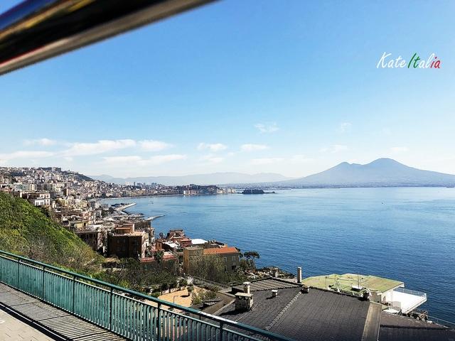 IMG_3397B.JPG - 【Italia 2018】Napoli。觀光巴士初體驗、瀰漫美麗與哀愁的市區景點