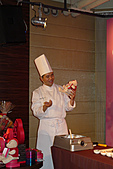 GODIVA 2011情人節愛的二重奏:巧克力大使王師傅展示產品
