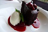 商業午餐:巧克力蛋糕配野莓醬