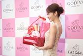 GODIVA2016微風南京店開幕猴年情人節巧克力巧傳心:侯佩岑接受禮籃