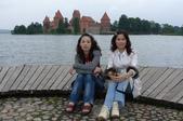 立陶宛之旅:靜雯、憶梅於特拉凱水中古堡合影