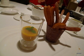 A CUT牛排館:酥炸裘洛斯佐水果醬
