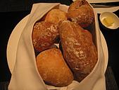 A CUT牛排館:熱騰騰的麵包