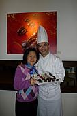 GODIVA 2011情人節愛的二重奏:與巧克力大使王師傅合影
