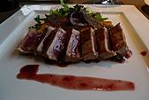 精緻商業套餐:嫩煎鮪魚襯義式玉米糕及紅酒洋蔥醬汁