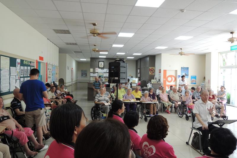 DSCN5402.jpg - 1040627心韻合唱團林口夏雨惟思長期照護中心關懷演唱會