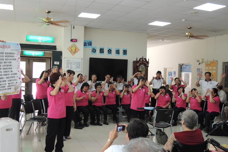 DSCN5461.jpg - 1040627心韻合唱團林口夏雨惟思長期照護中心關懷演唱會
