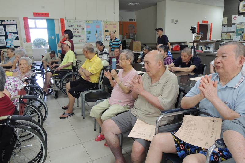 DSCN5486.jpg - 1040627心韻合唱團林口夏雨惟思長期照護中心關懷演唱會
