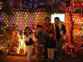 96/12/18小小同學在聖誕巷:96121801.JPG