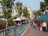 台北-公館水岸新世界~:隨處可見的人潮好不熱鬧.JPG