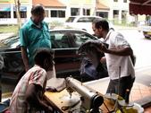 新加坡國際交流:小印度街上修補衣服的小攤