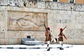 希臘-雅典市區:憲法廣場的交接衛兵七.jpg