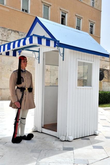 希臘-雅典市區:憲法廣場的交接衛兵二.jpg