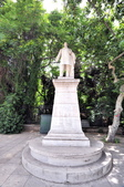 希臘-雅典市區:奧林匹克運動場前的雕像.jpg