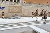 希臘-雅典市區:憲法廣場的交接衛兵六.jpg
