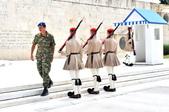 希臘-雅典市區:憲法廣場的交接衛兵四.jpg