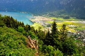 瑞士-哈德庫爾姆:俯望兩湖間的茵特拉肯六.jpg