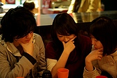 Hana 하나:옹박和수현이這杯子裡好像有什麼 .....