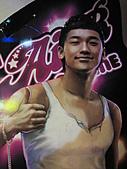 star:某網咖門口的遊戲廣告立牌
