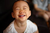 球球一歲六個月:笑得超開心