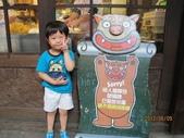 全家♥ 旅遊 - 南投旅遊:博弟和可愛妖怪拍照
