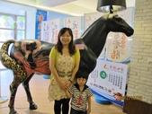 全家♥ 旅遊 - 南投旅遊:母子開心合照在埔里元首館