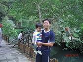 全家♥ 旅遊 - 南投旅遊:博弟和爸爸在溪頭大學池