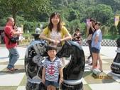 全家♥ 旅遊 - 南投旅遊:好大的西洋棋.母子開心合照