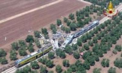 「意大利兩火車對撞」車廂完全撞碎