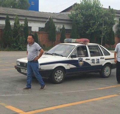 「警車成駕校教練車」2萬拍來的公車還沒過戶