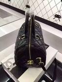 香 耐 爾     材質:小绵羊皮. 可手拎可斜背两用 💫时尚有范💫 尺寸28/18.5/19cm。   #03020380*:小绵羊皮.可手拎可斜背两用 时尚有范 .jpg