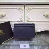 纪梵希 新款斜挎小包 采用进口牛皮   尺寸:23 15 / 配盒子 颜色 : 黑 红 枣 灰:mmexport1449729510609.jpg