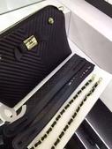 """香 耐 爾     材質:小绵羊皮. 可手拎可斜背两用 💫时尚有范💫 尺寸28/18.5/19cm。   #03020380*:独家首发 装柜最新款Chanel V格 整个包都采用""""小羊皮""""制造 尺寸: 30.20.11 .jpg"""