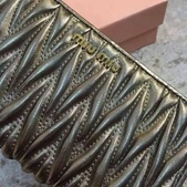 Miumiu    羊皮羊皮  专柜最新款羊皮钱包  💝型号M-6168  长20cm高8cm:mmexport1448348215503.jpg