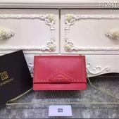 纪梵希 新款斜挎小包 采用进口牛皮   尺寸:23 15 / 配盒子 颜色 : 黑 红 枣 灰:mmexport1449729524987.jpg