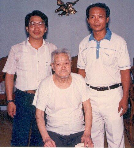 未分類相簿:施正忠師父與楊逢時老師(圖左)與秘門螳螂名師張德奎(圖中)合影